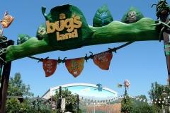 1024px-A_bug%27s_land